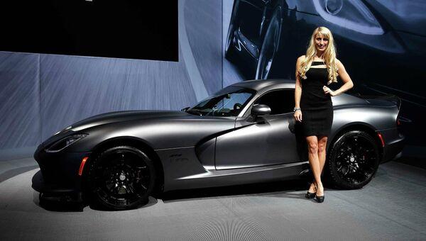 Автомобиль Dodge Viper на международном автосалоне в Нью-Йорке, США