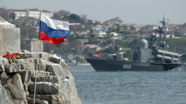 Фрагмент памятника затопленным кораблям в Севастополе