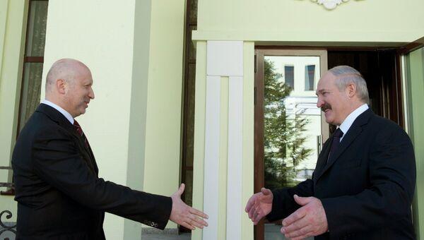 Встреча Александра Турчинова с Александром Лукашенко. Архивное фото