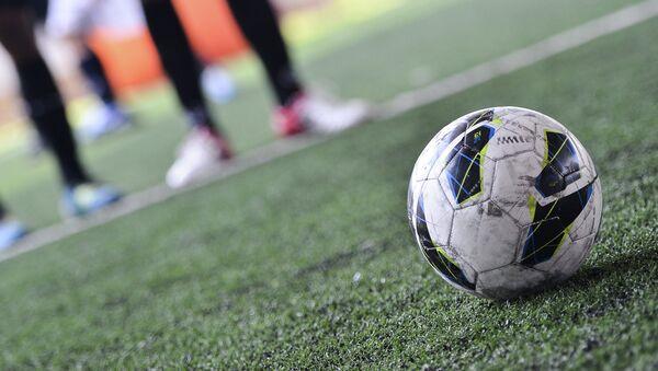Игра в мини-футбол, архивное фото