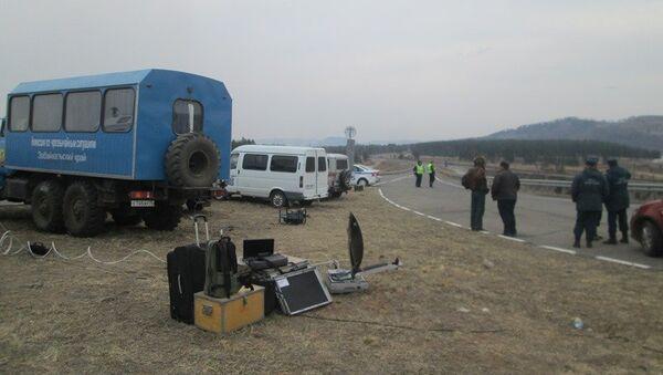 Сотрудники МЧС недалеко от места взрывов боеприпасов в Карымском районе Забайкальского края