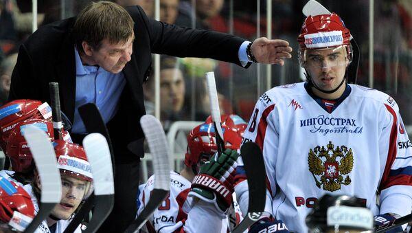 Главный тренер мужской сборной России по хоккею Олег Знарок. Архивное фото