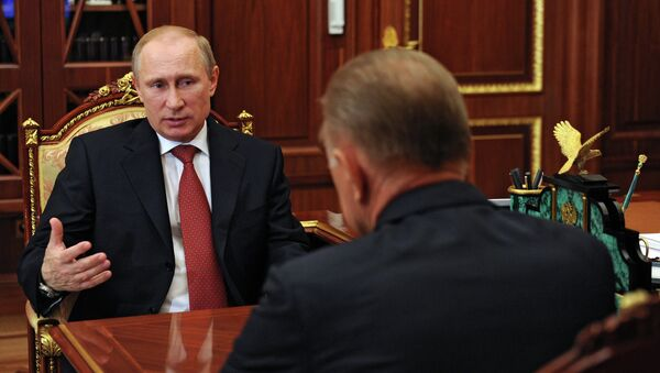 Президент России Владимир Путин (слева) и губернатор Рязанской области Олег Ковалев