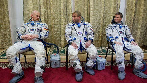 Тренировка основного экипажа 40/41-й экспедиции на МКС. Архивное фото