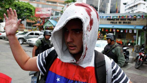 Участник беспорядков в Каракасе