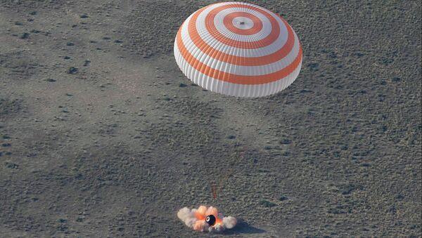 Приземление спускаемого аппарата пилотируемого корабля Союз ТМА-11М в Казахстане 14 мая 2014