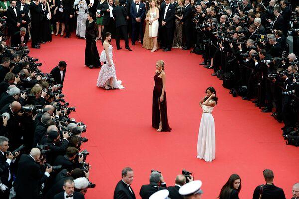 Зои Салдана, Блейк Лайвли и Летиция Каста на церемонии открытия 67-ого Каннского фестиваля