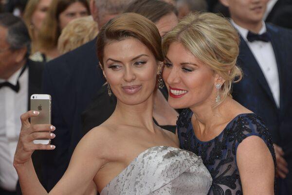 Телеведущие Виктория Боня и Хофит Голан на церемонии открытия 67-го Каннского фестиваля