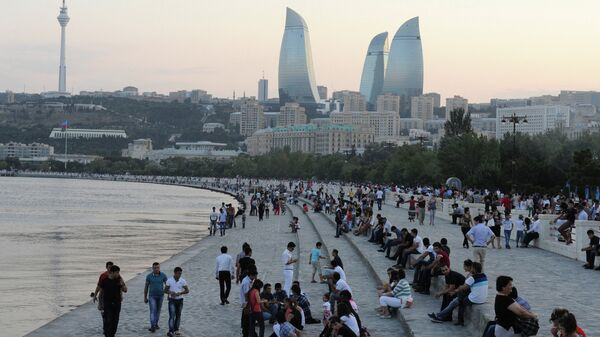 На набережной Баку, архивное фото