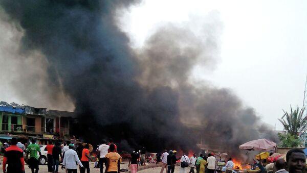 На месте взрыва в городе в Нигерии. Архивное фото