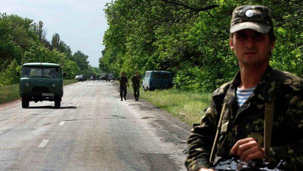 Украинские солдаты в районе населенного пункта Волноваха Донецкой области 22 мая 2014