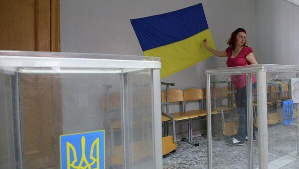 Избирательный участок на внеочередных выборах на Украине