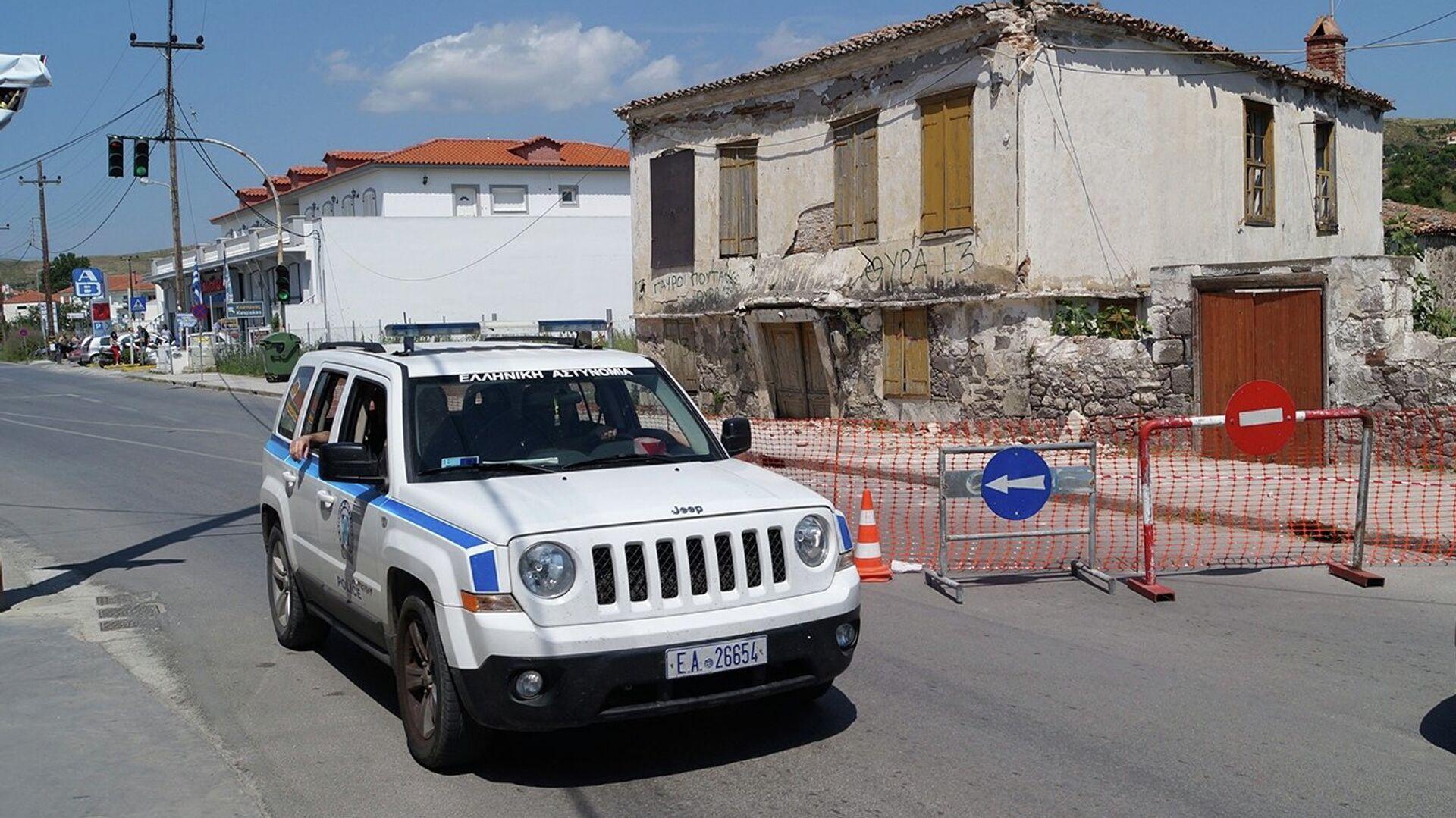 Греческая полиция патрулирует остров Лимнос после землетрясения - РИА Новости, 1920, 30.10.2020