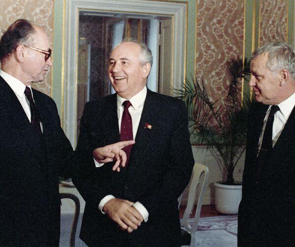Войцех Ярузельский, Михаил Горбачев и Мечислав Раковский
