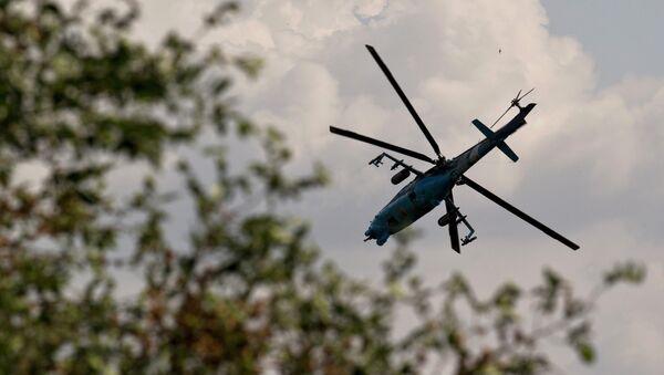 Украинский боевой вертолет в небе. Архивное фото.