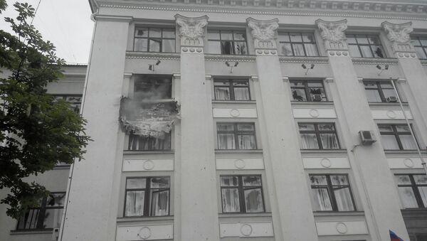 Пострадавшее от авиаудара здание обладминистрации Луганска