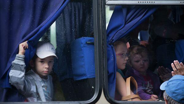 Дети покидающие Славянск