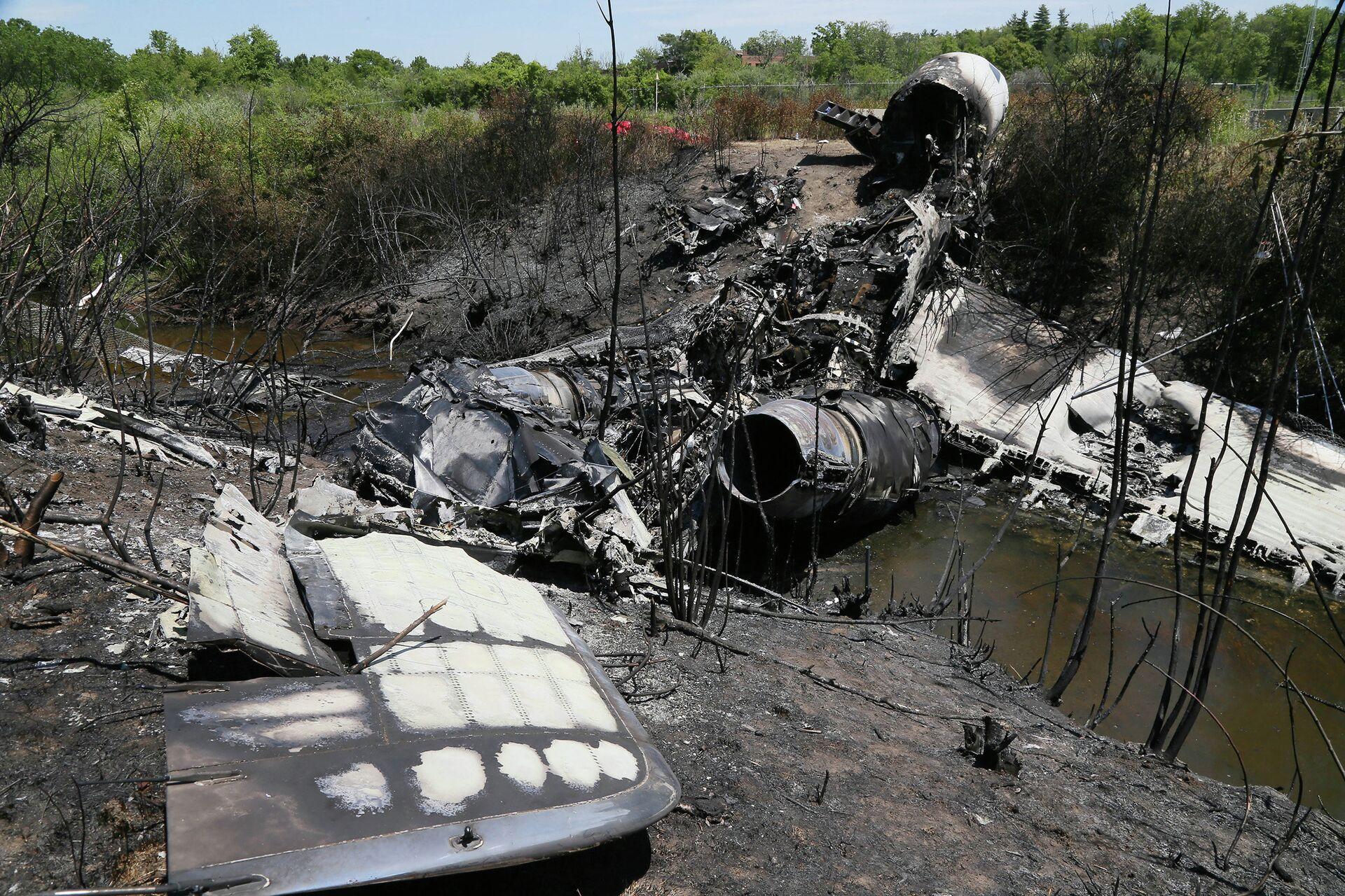 Обломки на месте крушения самолета в Бедфорде - РИА Новости, 1920, 09.06.2021