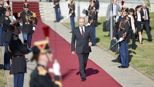 Президент России Владимир Путин во время визита во Францию