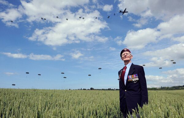 Ветеран из Великобритании, участник высадки союзников в Нормандии на праздновании юбилея события