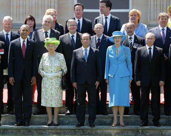 Президент США Барак Обама, британская королева Елизавета II, президент Франции Франсуа Олланд и президент России Владимир Путин в Нормандии