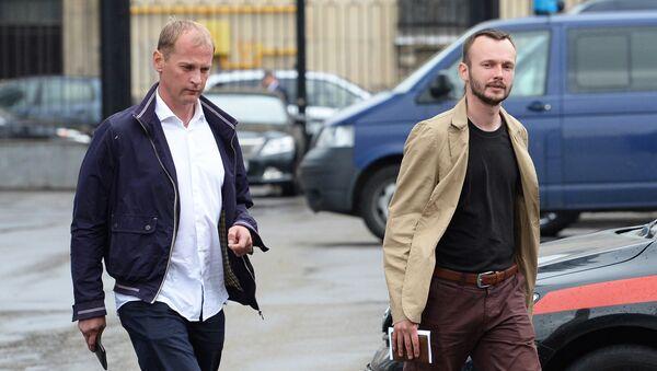 Журналисты телеканала Звезда оператор Андрей Сушенков и звукоинженер Антон Малышев