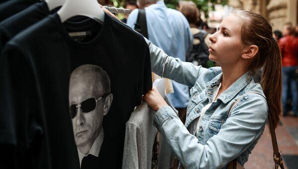 Футболки Все путем с изображением Путина. Архивное фото