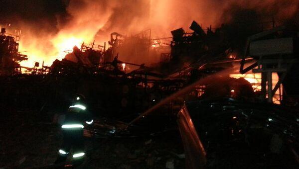 Ликвидация пожара на Ачинском НПЗ. Архивное фото