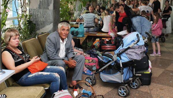Украинские беженцы в пункте помощи беженцам лагеря Артек. Архивное фото