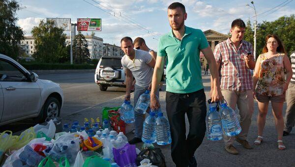 Сбор гуманитарной помощи для беженцев с Юго-Востока Украины
