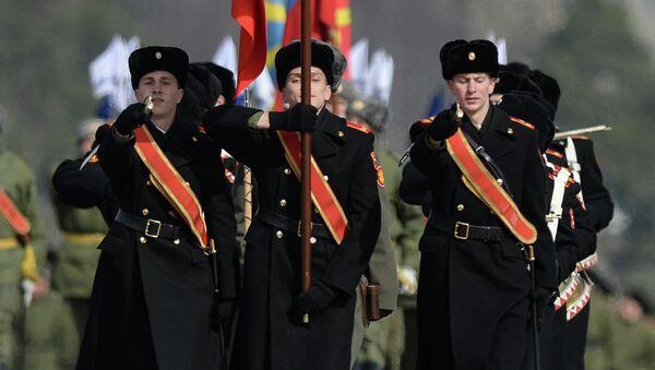 Совместная тренировка пеших и механизированных колонн перед Парадом Победы. Архивное фото