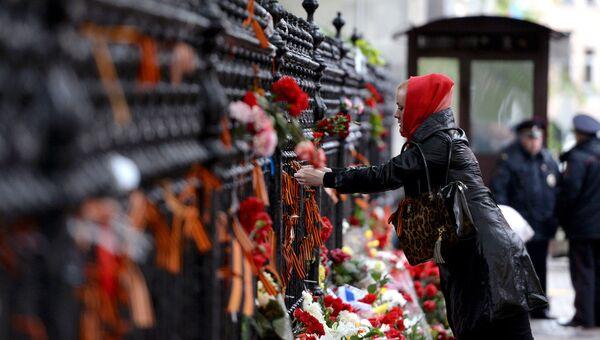 Акции памяти погибших в Одессе у посольства Украины в Москве