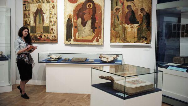 Выставка, посвященная 700-летию Сергия Радонежского. Архивное фото