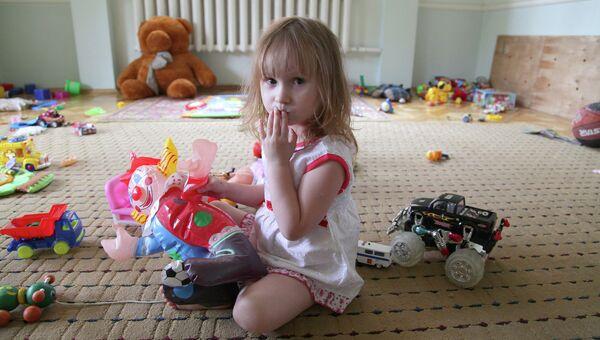 Ребенок из семьи беженцев с восточной Украины