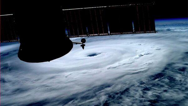 Ураган Артур над Атлантикой на снимке, сделанном на МКС