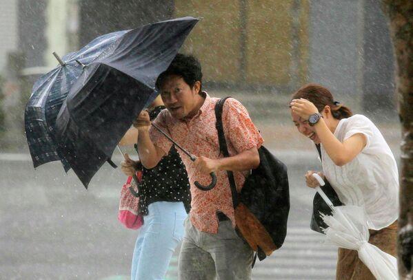 Тайфун Ногури обрушился на юг Японии