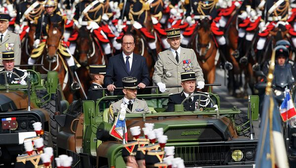 Президент Франции Франсуа Олланд на параде посвященном Дню взятия Бастилии в Париже
