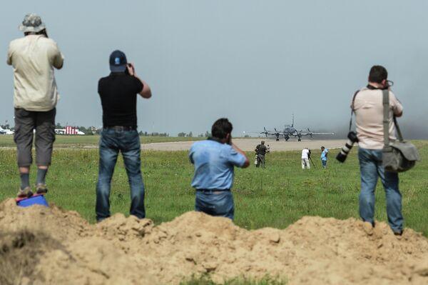 Фотографы снимают первый серийный противолодочный самолет Ил-38Н