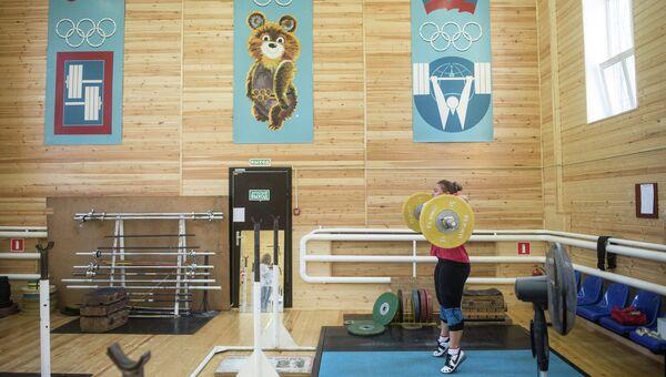 Чемпионка мира по тяжелой атлетике Татьяна Каширина во время тренировки. Архивное фото