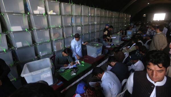 Пересчет бюллетеней на выборах президента Афганистана. Архивное фото
