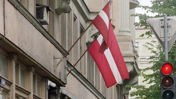 Флаги страны на одной из улиц Латвии