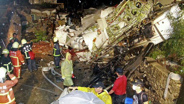 На месте крушения самолета ATR-72 авиакомпании TransAsia Airways на Тайване. Архивное фото