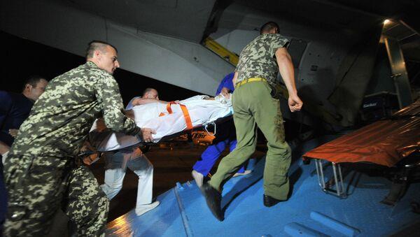 Раненых украинских военных отправляют самолетом на Украину