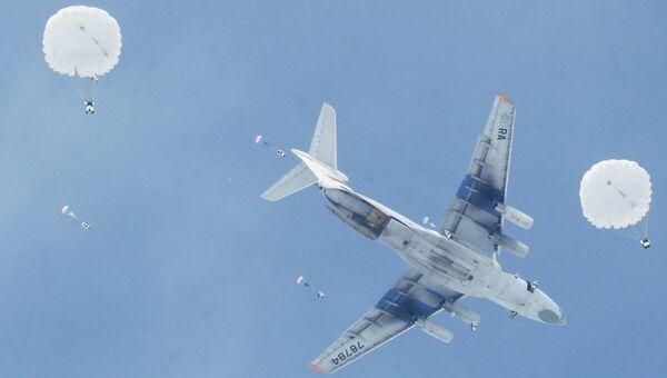 Военно-транспортный самолет ИЛ-76, архивное фото