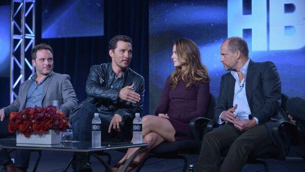 Ник Пиццолатто, Мэтью Макконахи, Мишель Монаган и Вуди Харрельсон (слева направо)