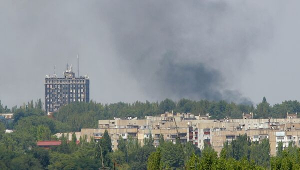 Дым над жилыми кварталами Донецка после обстрела украинской армией. Архивное фото