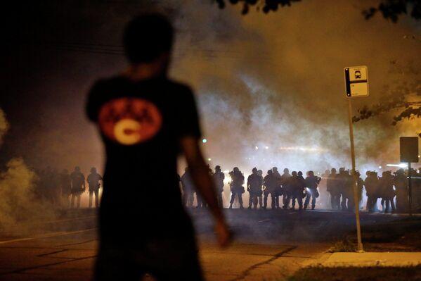 Беспорядки в пригороде Сент-Луиса, США