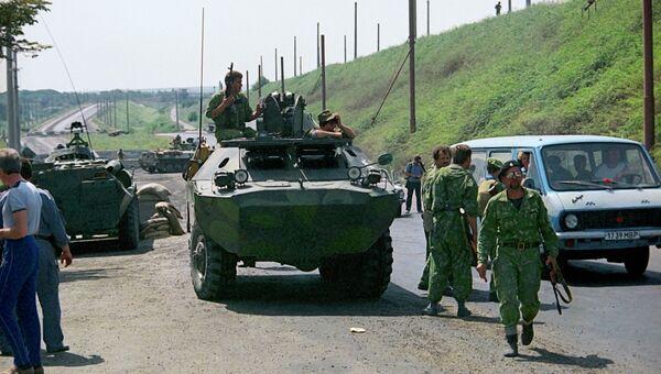 Участники народного ополчения патрулируют дорогу в Приднестровье