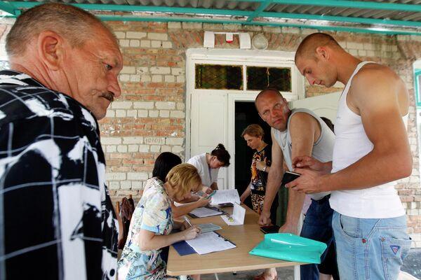 Беженцы из Украины проходят регистрацию в детском лагере в Ставропольском крае