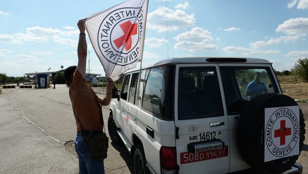 Автомобиль Красного Креста на КПП Донецк. Архивное фото